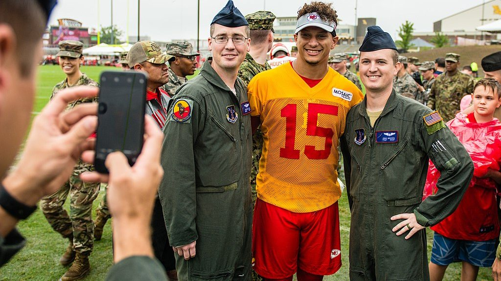 cropped-1024px-Patrick_Mahomes_military_appreciation2018.jpg